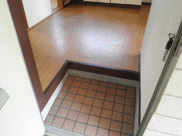 ヘレンハウゼA 201号室の玄関