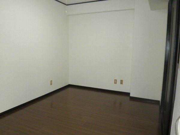 コーポブルースカイ 403号室のリビング