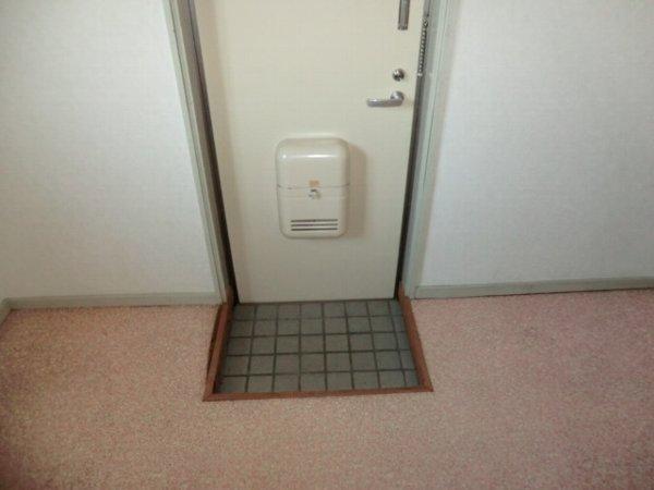 リトルワールド21 PART1 102号室の玄関