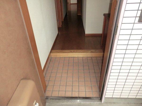 Kハイツ 202号室の玄関