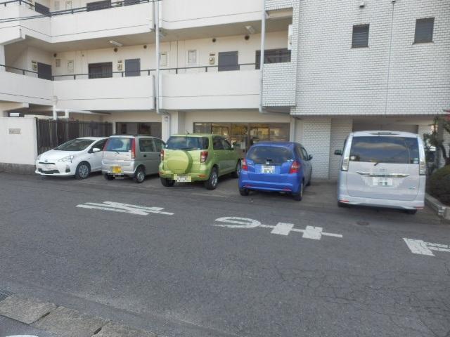 荻原ハイツ 203号室の駐車場