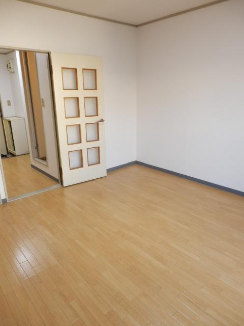 メゾンマロニエ岩曽 201号室の居室