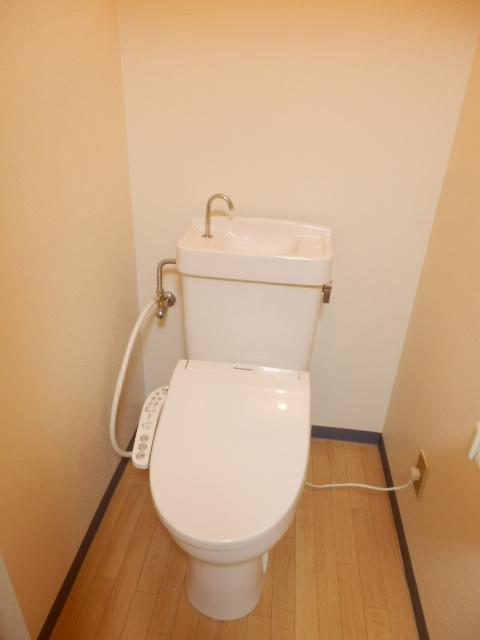 メゾンマロニエ岩曽 201号室のトイレ