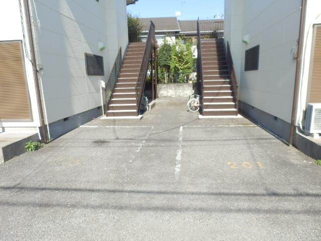 ソーラーみゆき 202号室の駐車場