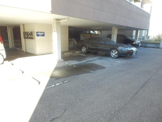 アルファーレジデンス下戸祭A 303号室の駐車場