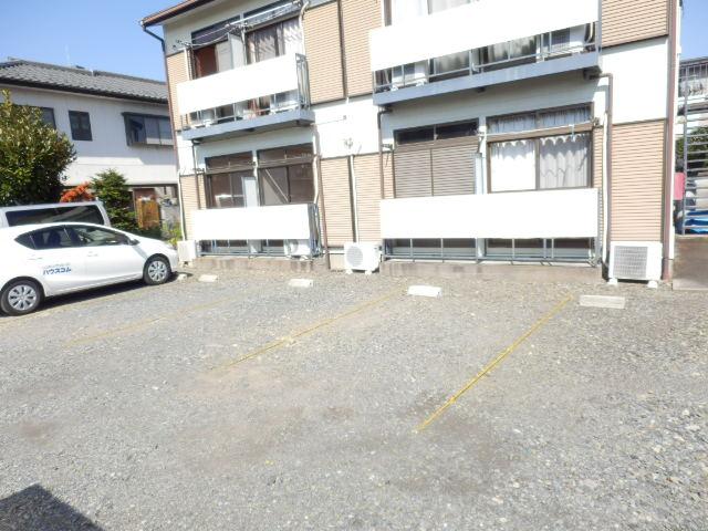 吉沢ハイツ 202号室の駐車場