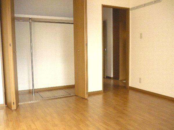 コーポ・レオン 105号室のリビング