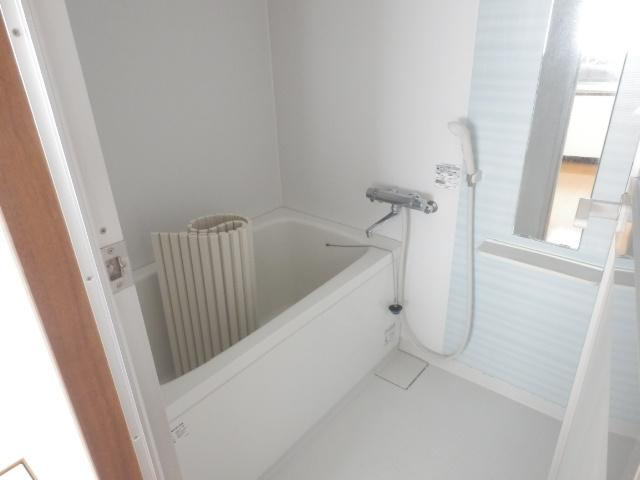 駅前ハイツ 301号室の風呂