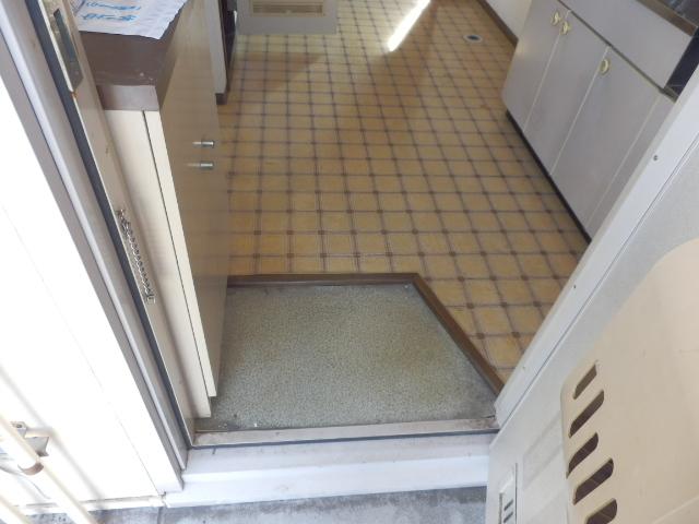 寿ハイツ 203号室の玄関