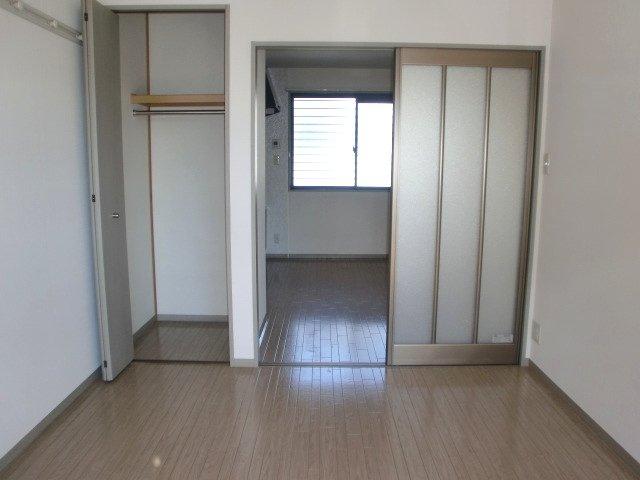 フレンド宝木B 206号室のリビング