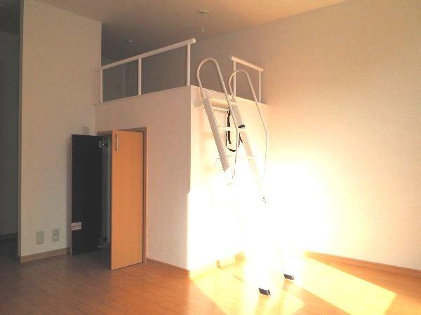 東栄ハイツB 105号室のリビング