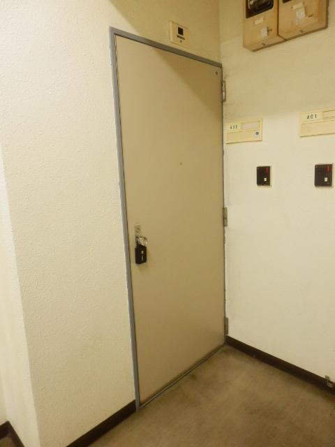 コープ・オリンピア今泉 402号室のエントランス