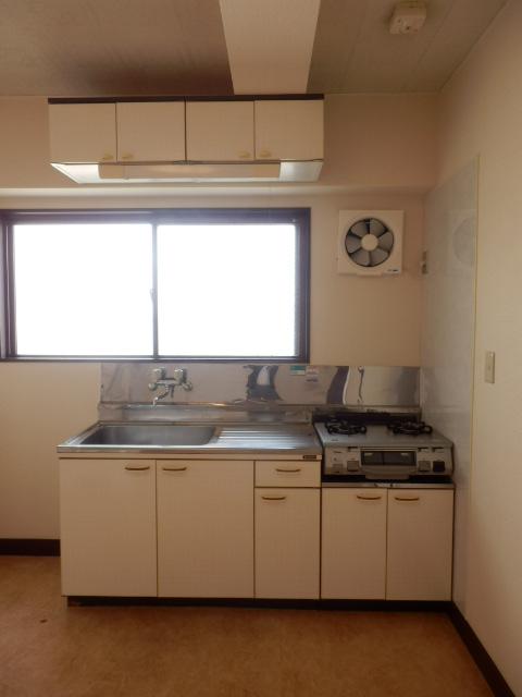 コープ・オリンピア今泉 402号室のキッチン
