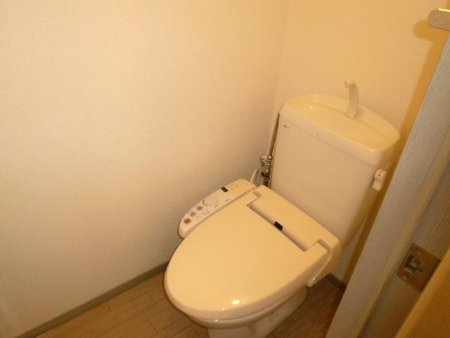 フレンド宝木C 203号室のトイレ
