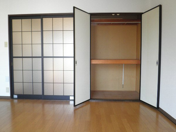 ピークハイツ 105号室の収納