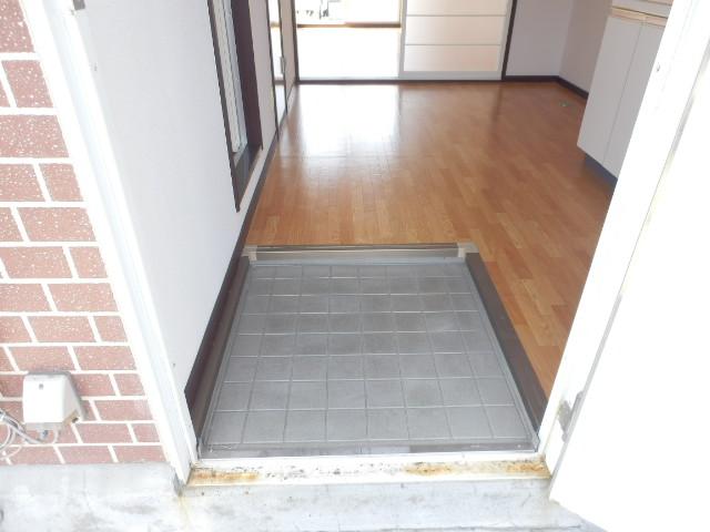 サンハイツ今井 101号室の玄関