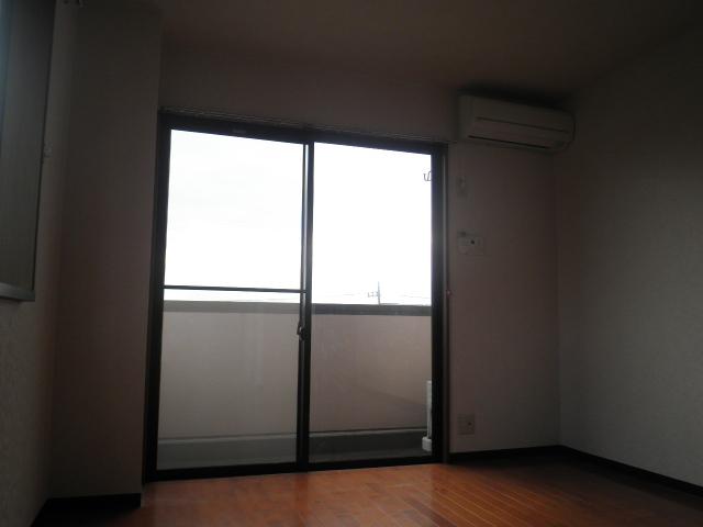 フォレストヒルズ 301号室のバルコニー