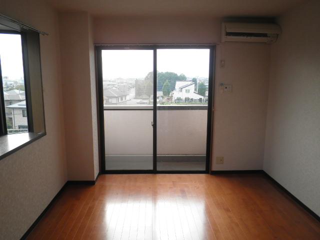 フォレストヒルズ 301号室の居室