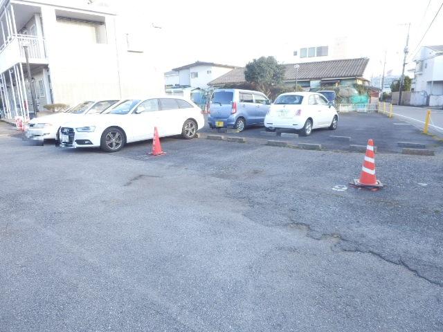 メゾン・イワカミA 101号室の駐車場