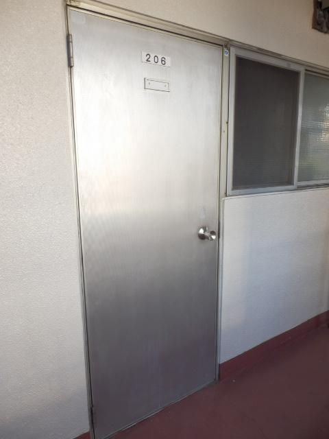 八幡山ハイツ 206号室のエントランス