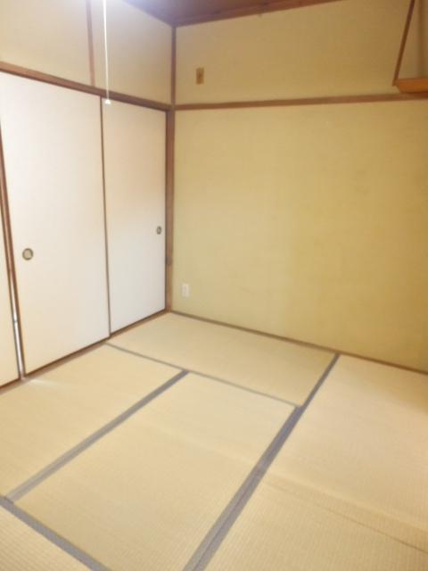 八幡山ハイツ 206号室のリビング