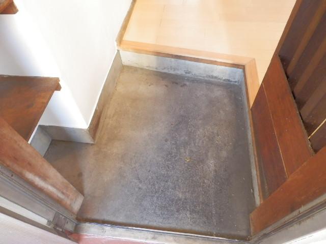 八幡山ハイツ 206号室の玄関