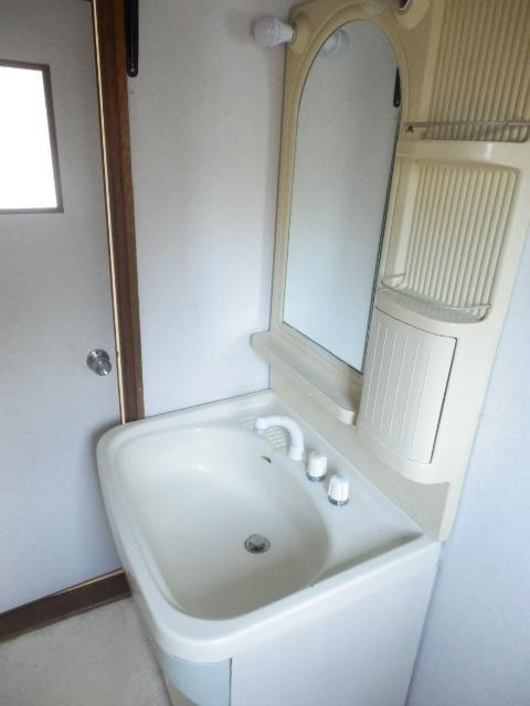 不動前貸家東棟の洗面所
