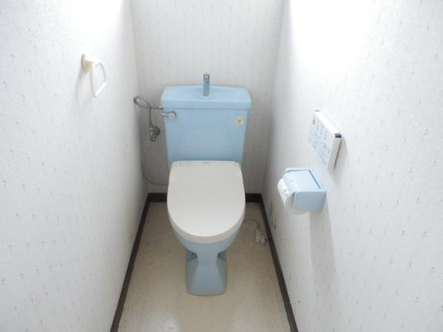 不動前貸家東棟のトイレ