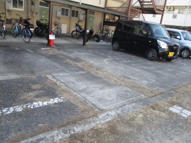 コーポ中村Ⅱ 107号室の駐車場