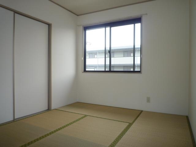 グリーンハイツ尾崎台A 202号室のリビング