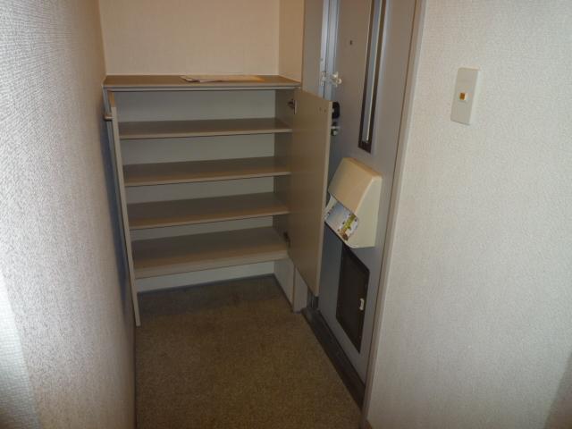 グリーンハイツ尾崎台A 202号室の玄関