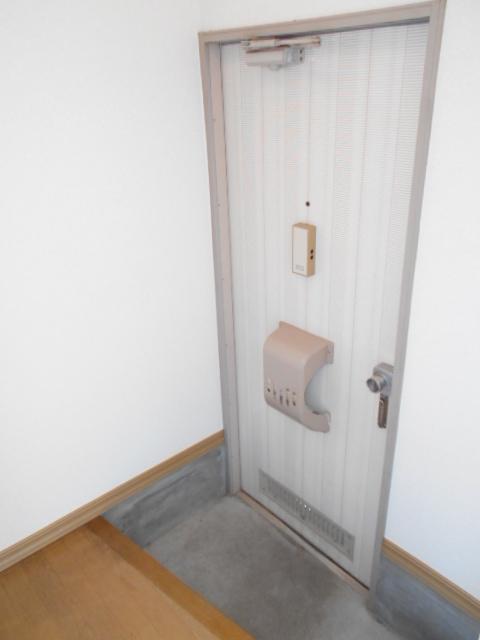 サンメゾネットBの玄関