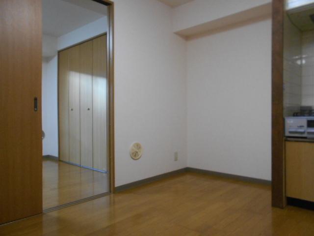 サウス鴨宮 202号室のリビング