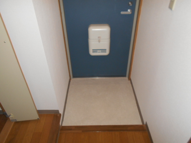 サウス鴨宮 202号室の玄関