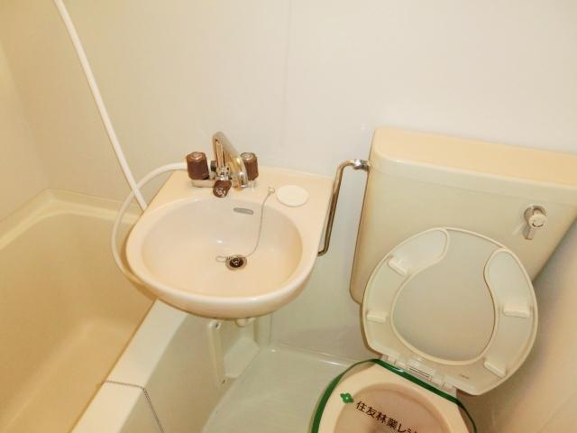 エステートピア清門 201号室の洗面所