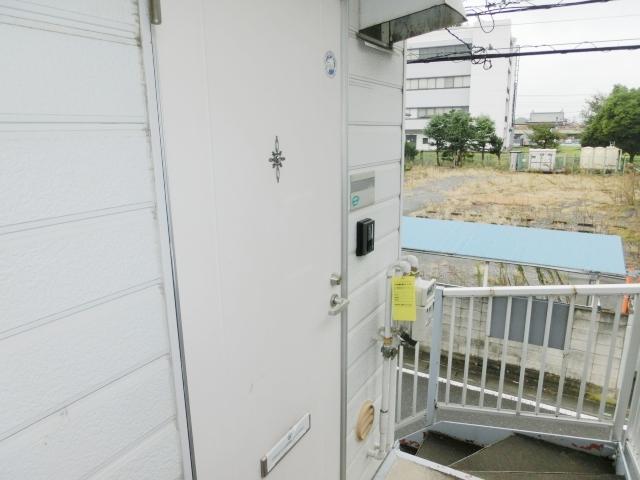 エステートピア清門 201号室の玄関