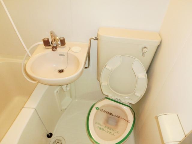 エステートピア清門 201号室のトイレ