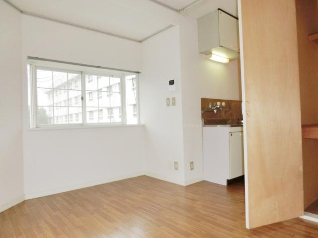 エステートピア清門 201号室のリビング