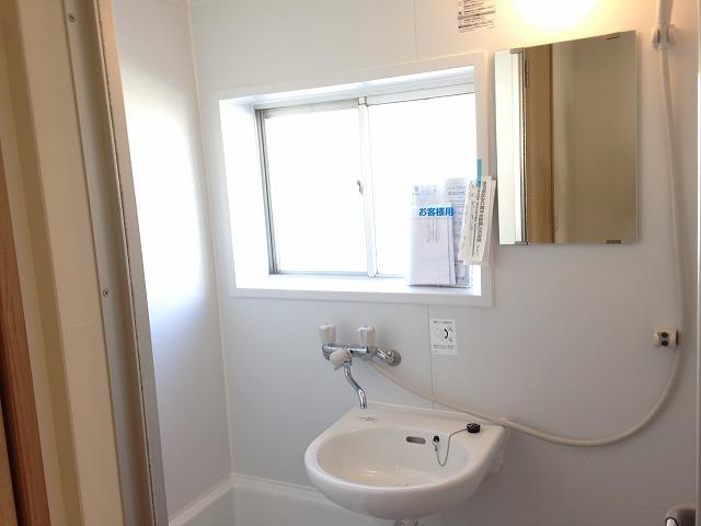 泉ビル 401号室の洗面所
