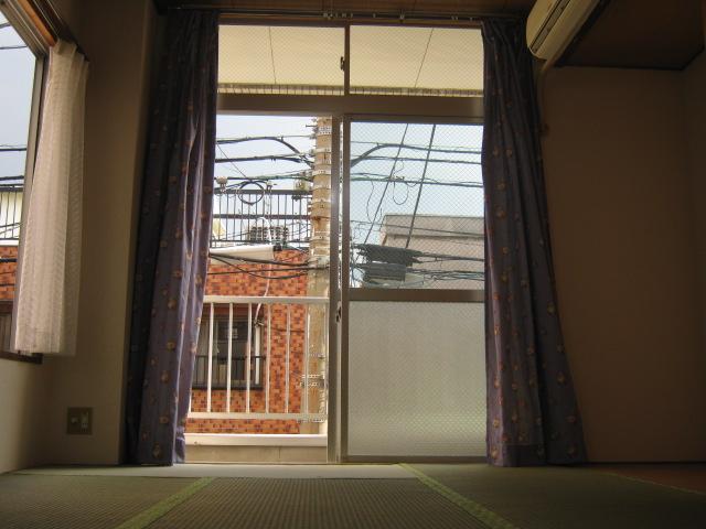 ホライゾン堀口 201号室のリビング