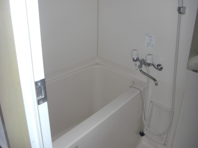 イーコモン 106号室の風呂