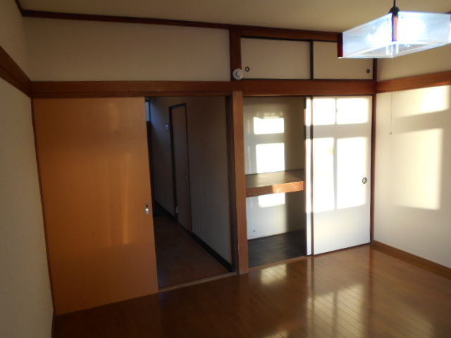 ハイツ石原 105号室の居室
