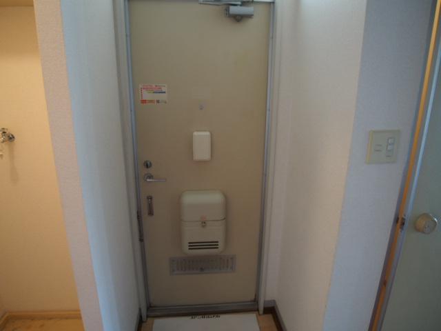 セントラルハイム 203号室の玄関