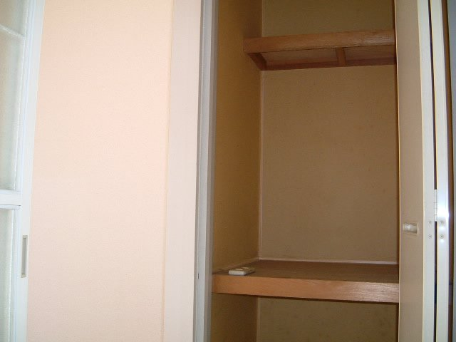 ネオフラッツ三山 102号室の収納