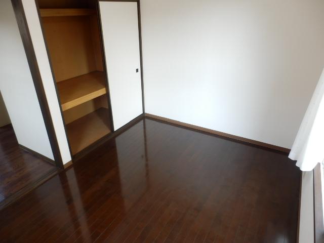 ヒルズミヤマ 201号室のリビング