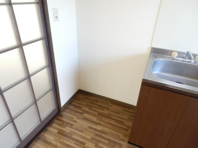 ヒルズミヤマ 102号室のキッチン
