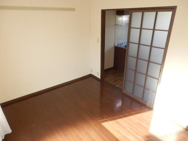 ヒルズミヤマ 102号室のリビング