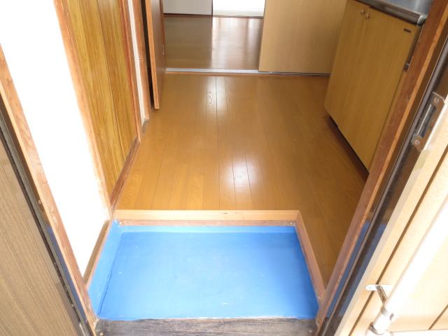 末広荘 203号室の玄関
