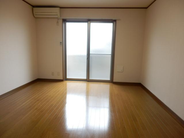 アムール MIYAMA 104号室のリビング