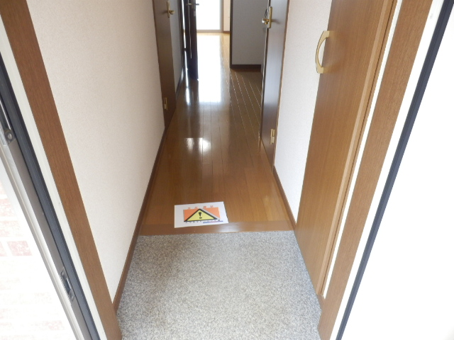 アムール MIYAMA 104号室の玄関